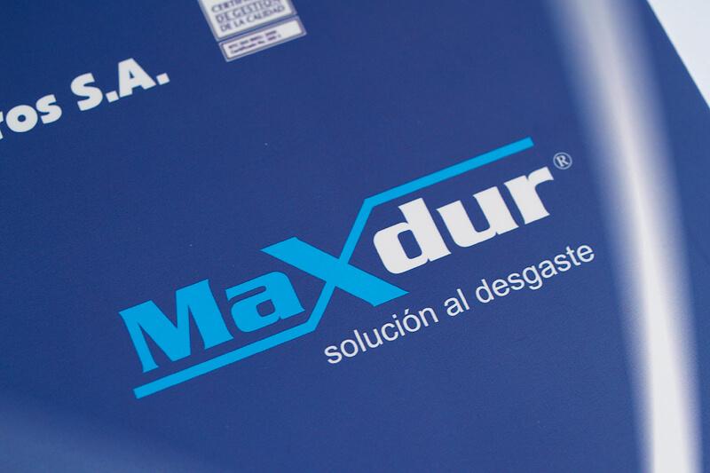 maxdur logo invertido